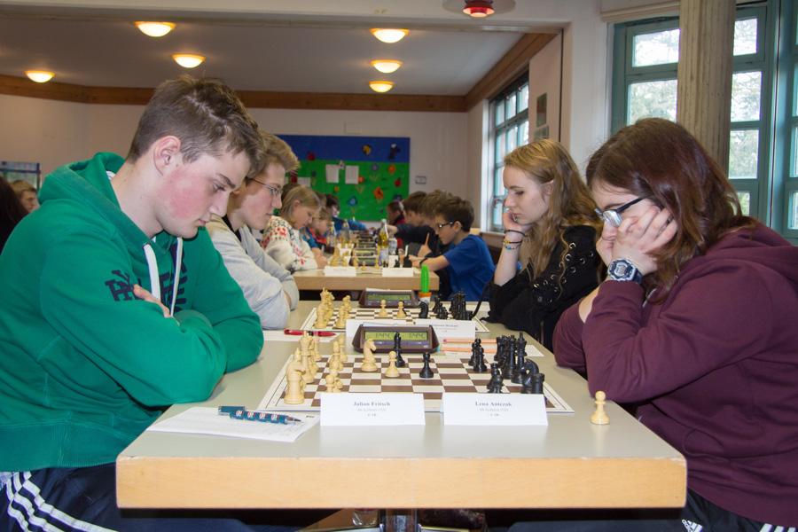U18: Brett 1: Julian gegen Lena, Brett 2: Anatoli gegen Johanna