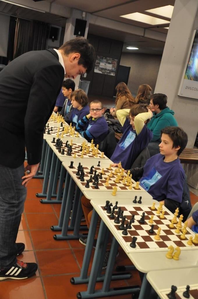Schüler der HSR gegen den Deutschen Meister U18 von 2014 Florian Ott